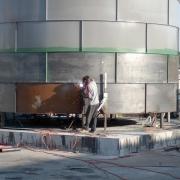בנין רנואר בגדים - מאגר מים ובסיס בטון